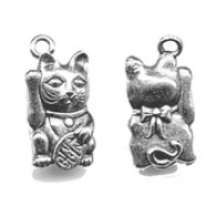 CM055 Maneki Cat Charm - www.HankoDesigns.com Good Luck Silver Neko